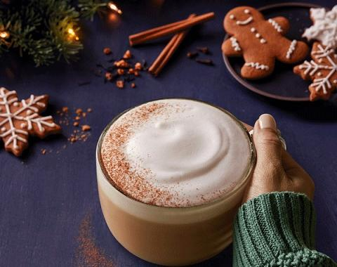 winter dream tea® latte sprinkled with cinnamon