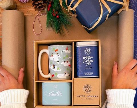 winter dream tea gift set includes winter dream tea, vanilla powder, and a festive blue holiday mug.